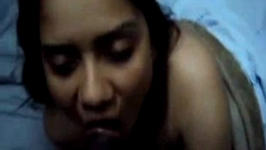Sexy Indian woman blows her Boss and gets Pussy Rubbed