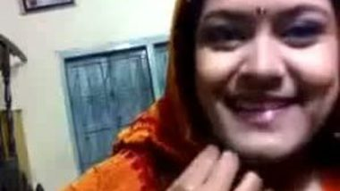 Bangladeshi school teacher bhabhi exposed off her saree and blouse
