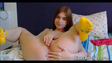 Eurobabe awesome big pussy rubbing