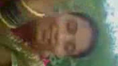 Fsiblog – Desi oriya village bhabi with her lover in musterd feild mms