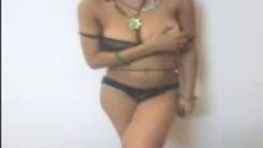 Fsiblog – Desi horny bhabi with her neighbour mms