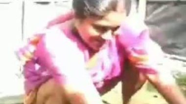 Sexy Middle Aged Desi Aunt Washing Pussy