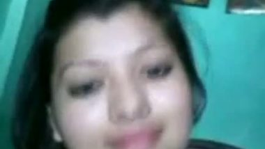 Punjabi bhabhi Neelam showing deep cleavage