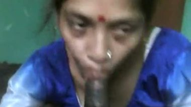 Desi village bhabhi giving hot blowjob session leaked mms