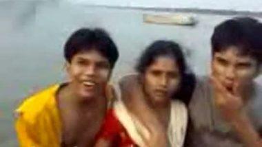 Hindi sex videos punjabi girl boobs press by friends