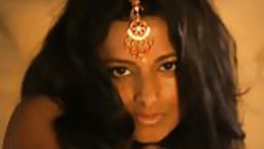 Amazing Bollywood Babe Dancer Is A Tease