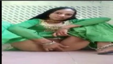 Sexy Pakistani Girl Making Video While Fingering Pussy
