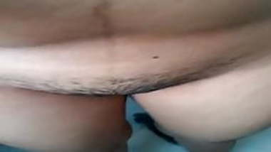 Desi babe Pooja shows off big boobs n pussy