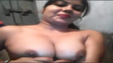 Mumbai girl nude selfie video in bathroom
