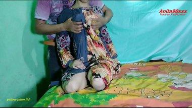 Indian hot sexy bhabi ki chut ki peyas bujhae school master ne bedroom me le ja ker