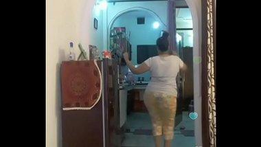 Hot desi indian bhabi shaking her sexi ass &boobs on bigo live...1