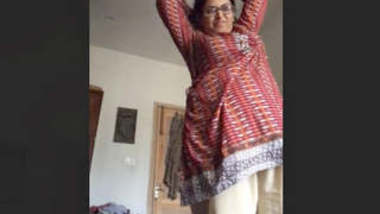Desi Bhabhi Record her Nude Video