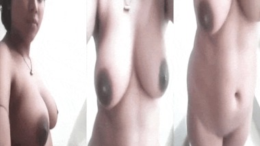 Naked Desi wife selfie sex video goes live