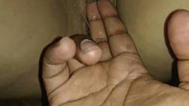 Indian girl wet pussy eaking pussy