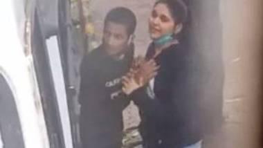 Roadside romance of desi lovers after lockdown