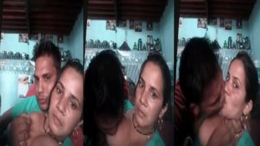 Punjabi boob sucking video exposed on cam