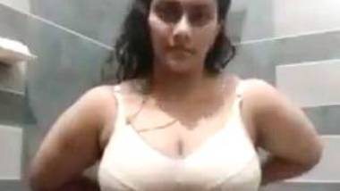Sexy big boobed Indian aunty solo