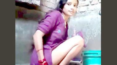 Desi village bhabi show her pussy