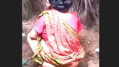 Desi village bhabi sexy pee