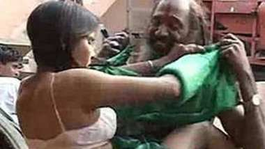 Hot romance scene making with tharki daaku