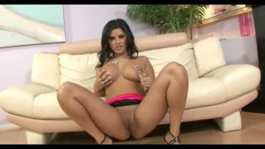 Sunny Leone xxx video enjoying with her friend in his house