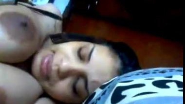 Tamil xvideos of horny bhabhi playing with her body while having sex chat