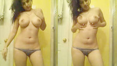 Hot n Sexy Chandigarh Punjabi Babe Tamanna Bedi wid Bomb Figure