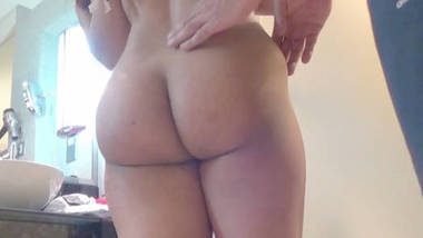 Infamous desi booty anuty with her Boss in hotel room new video