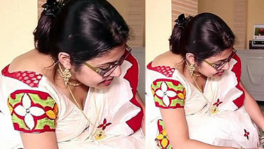 Sexy Aunty Deep Cleavage Expose Captured DONT MISS IT