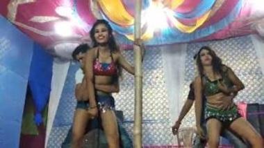 Hindi Girls Doing Mujra On Stage
