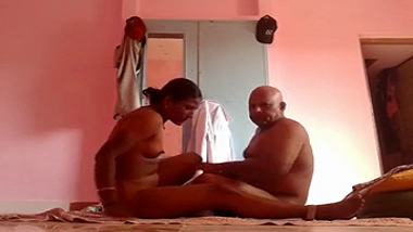 Mature Punjabi aunty enjoys home sex with her neighbor uncle