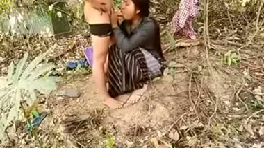 Outdoor mms scandals of neighbor village bhabhi with lover