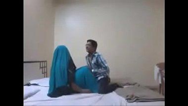 Hindi mai gandi baat karke honeymoon pe pahli chudai