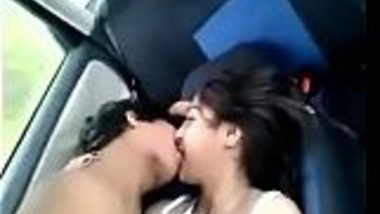 MMS of Sexy Kashmiri girlfriend hot sex masti with boyfriend in car