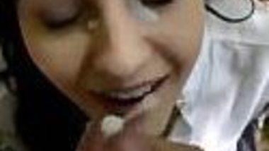 Lucknow Indian Muslim amateur girl cum on face outdoor