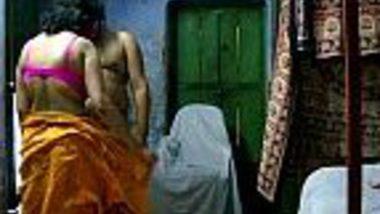 Indian porn video of saree desi bhabhi hot blowjob masti