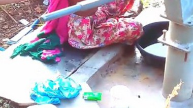 Village bhabi bathing open