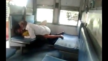Old man fucked a whore in an empty train MMS