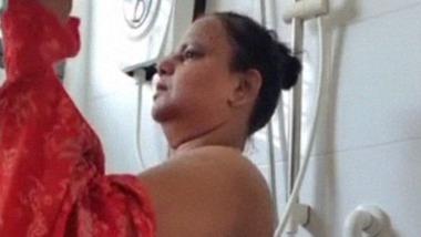 BBW Indian MILF taking nude bath video shared online