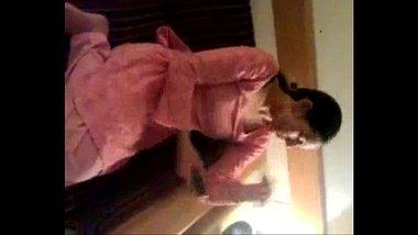 Delhi Babe Flaunts Her Naked Body