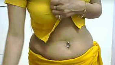 Desi MILF performs sex show on webcam dressed in yellow XXX outfit