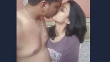 Desi couple very hot kiss