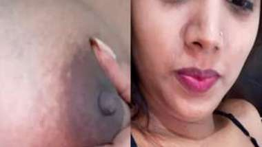 Housewife thinks Desi men will be interested in watching her porn video