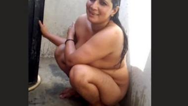 Desi bbw aunty after fucking bath