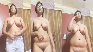 Chubby Bangla girl nude selfie video