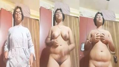 Chubby Bangla girl striptease selfie video