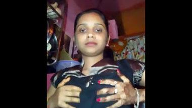 Desi XXX lady finally takes off striped bra that hides yummy tits