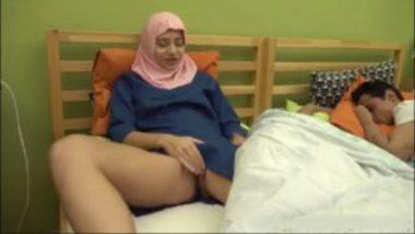 Hussain sucking sexy pussy of desi cousin heena