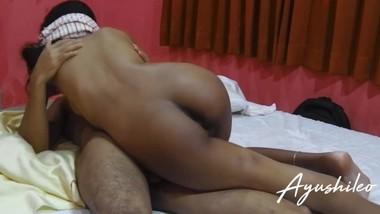 sri lankan small school couple enjoying their sex life කකුල් අස්සෙන් උරන්න