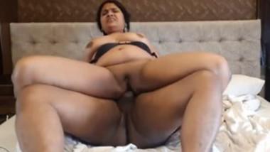 Desi aunty hardcore fucking in hotel room with customer